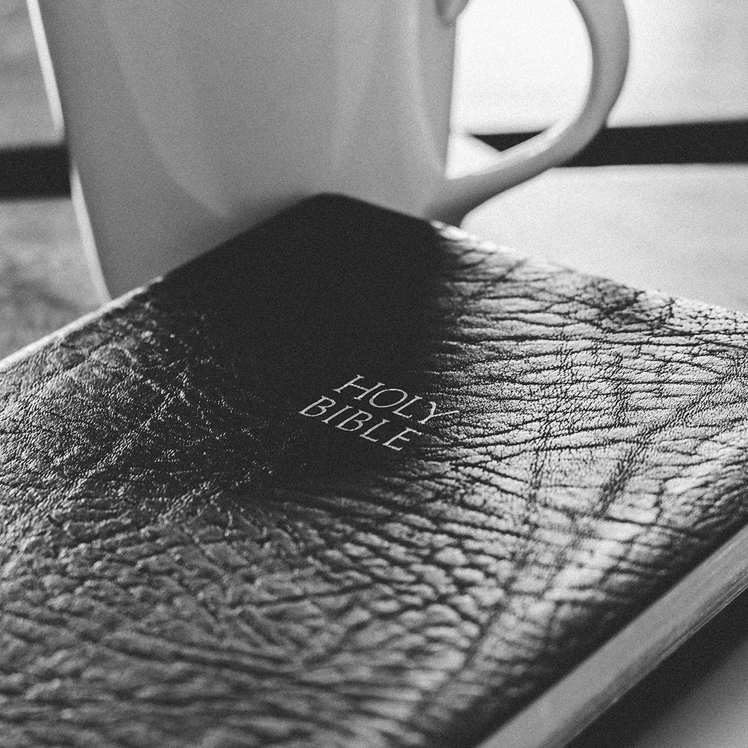 white-ceramic-mug-and-bible_grayscale